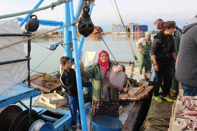 Avlanma ruhsatı olmayan balıkçı kadınlar da denize açılmak istiyor