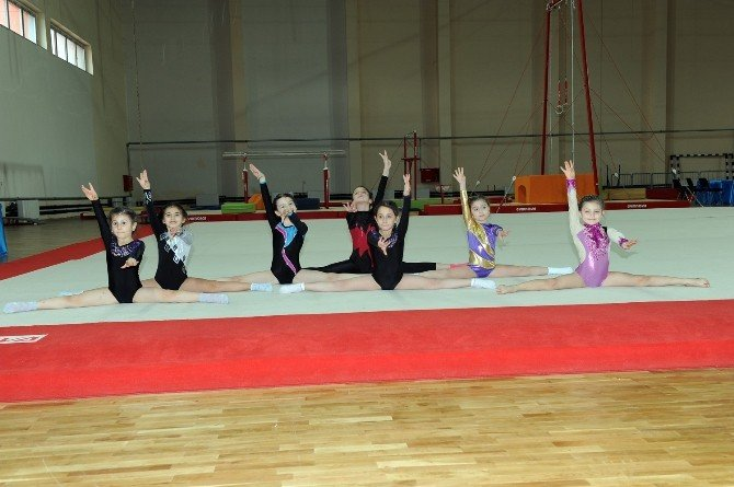 Trabzon'da Okullar Cimnastik'te Yarıştılar