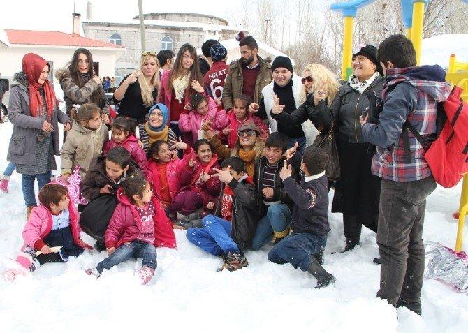 Tuğba Özay 'Umutlu Yarınlar' Projesi Kapsamında Van'da