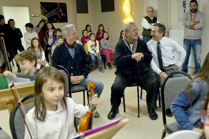 Muammer Sun Tepebaşı Çocuklarına Hayran Kaldı