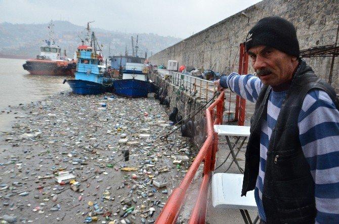 Karadeniz Coştu Liman Çöple Doldu