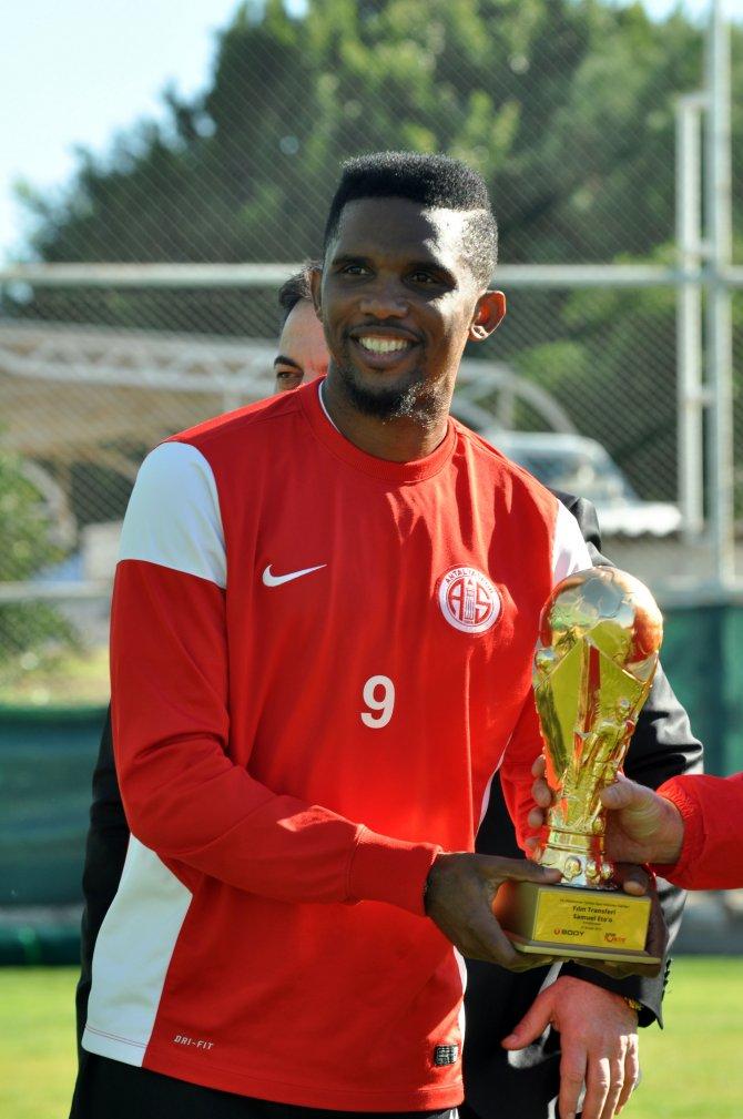 Yılın transferi ödülünü alan Eto'o, başarısında emeği olan herkese teşekkür etti