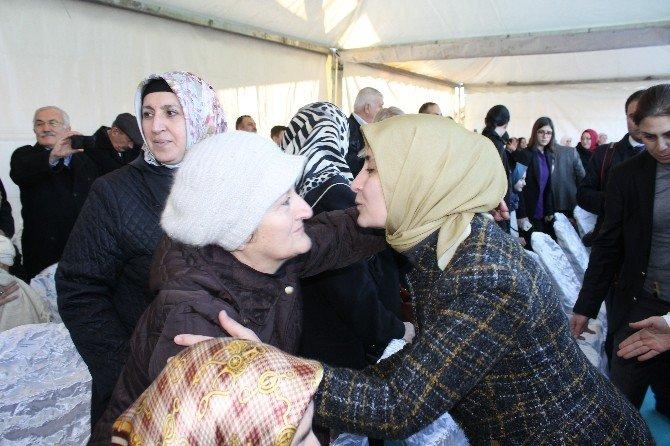 Başbakan Davutoğlu'nun Eşi Sare Davutoğlu Annesi Adına Kur'an Kursu Açtı