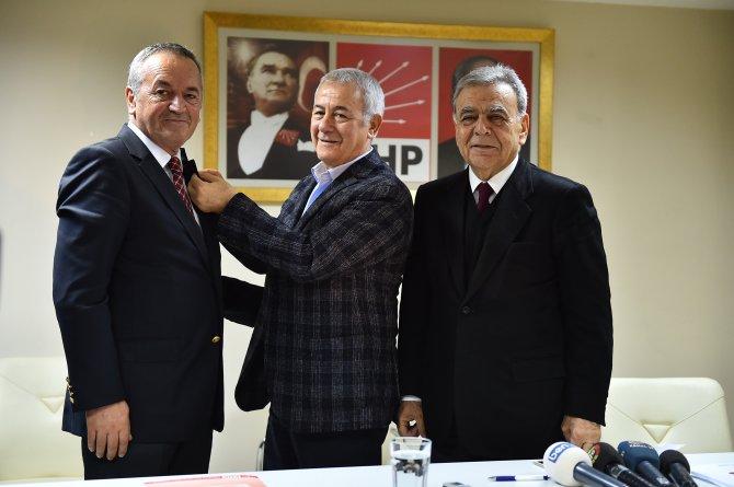 Eski AK Partili Çakar, CHP'ye katıldı