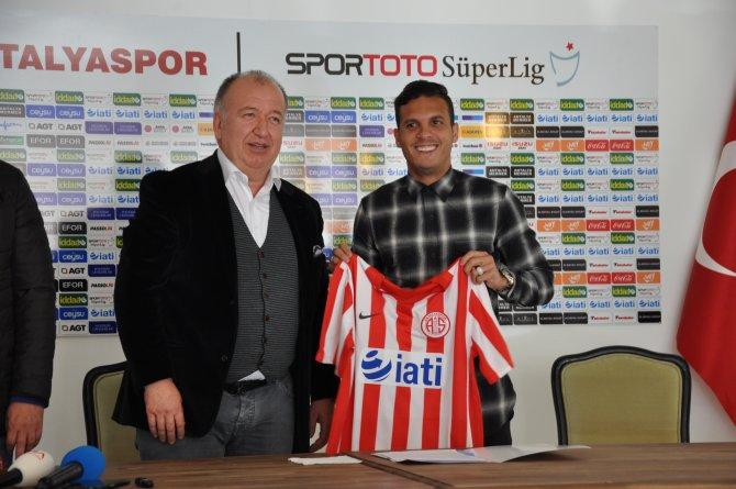 Antalyaspor, Roman Motta ile 2,5 yıllığına anlaştı