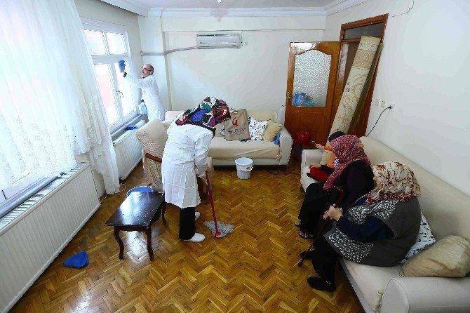 Bağcılar'da Bakıma Muhtaç Ve Engellilerin Ev Temizliği İle Kişisel Bakımı Yapılıyor