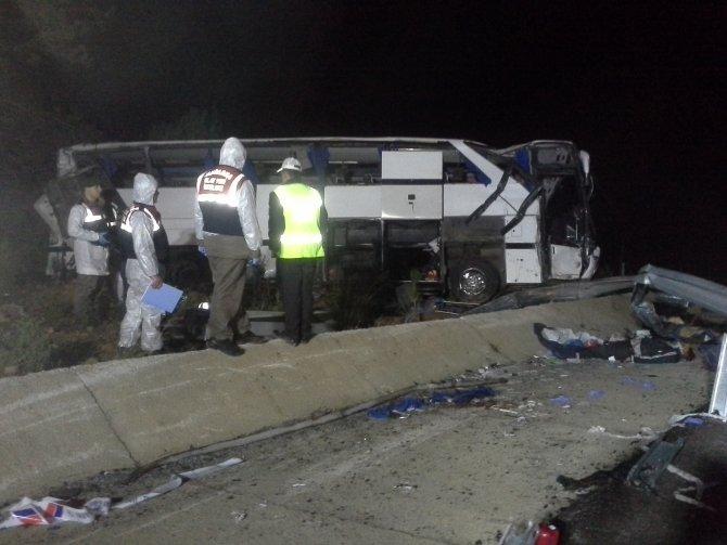 Balıkesir'de mültecileri taşıyan otobüs devrildi: 8 ölü, 42 yaralı (2)