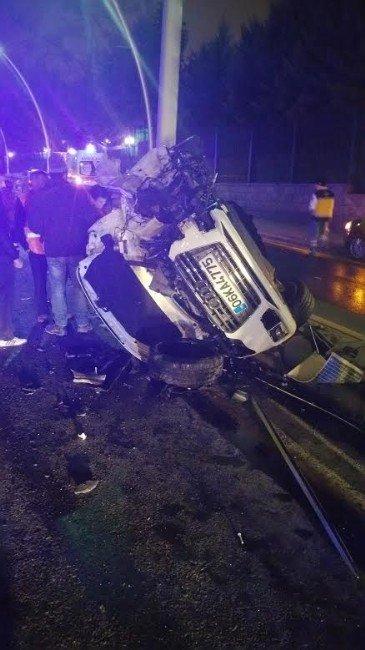 Kaza Yaptığı Araçta Sıkışan Sürücüyü, İtfaiye Kurtardı