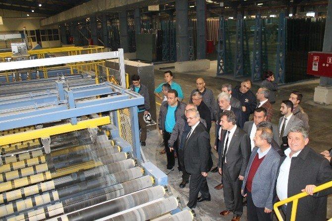 Vali Karaloğlu, Bin 300 İşçinin Çalıştığı Fabrikaya Hayran Kaldı