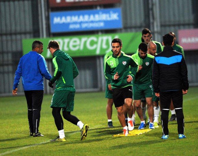 Antalya'dan dönen Bursaspor Özlüce Tesisleri'nde çalıştı