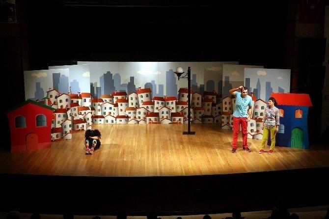 Büyükşehir Belediyesi Çocuklar İçin Birbirinden Güzel Oyunları Getirmeye Devam Ediyor