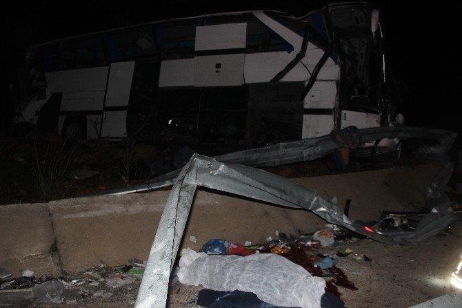 Mülteci Taşıyan Otobüs Takla Attı Çok Sayıda Ölü Ve Yaralı Var
