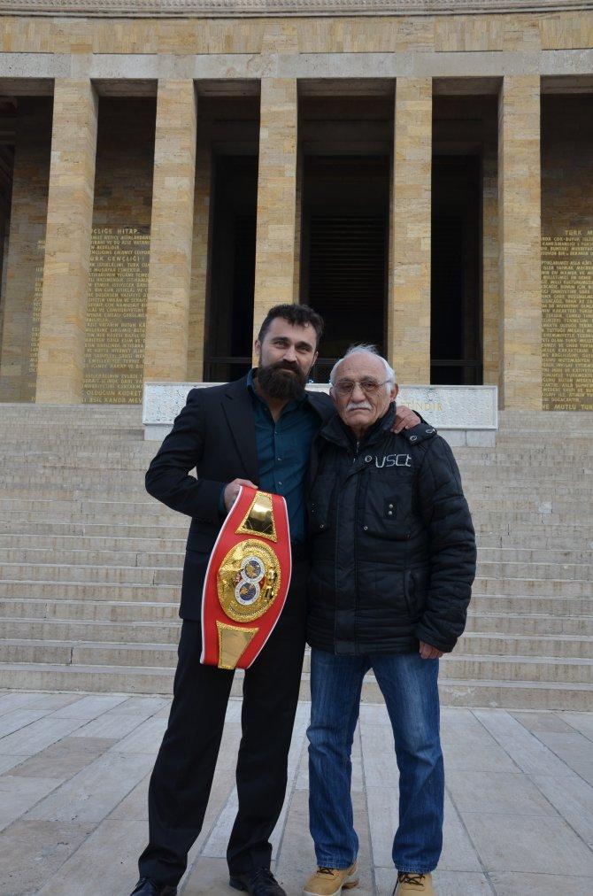 Dünya boks şampiyonu Arık, kemeri Anıtkabir'e armağan edemedi