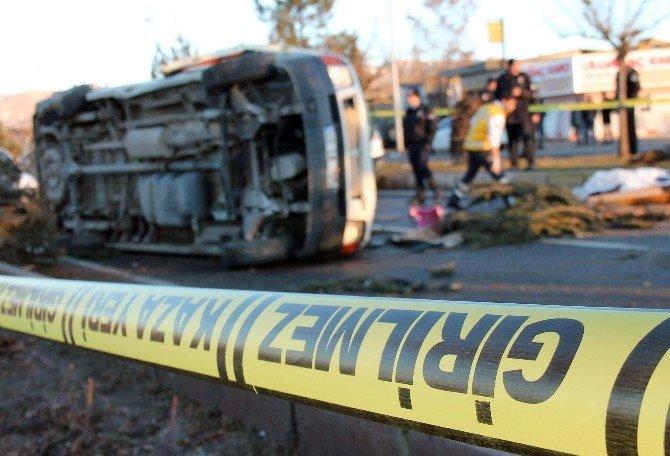 İşçi Servisi Kaza Yaptı: 2 Ölü, 3 Yaralı