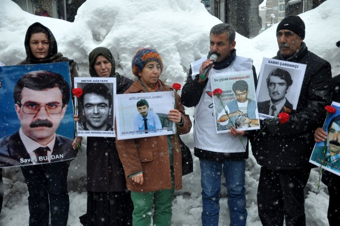 Cumartesi Anneleri ve kayıp yakınları gazeteci Metin Göktepe'yi andı