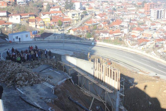 AK Parti İlçe Başkanı Bilgi: İzmir'in en pahalı yolunun içi meğer boşmuş