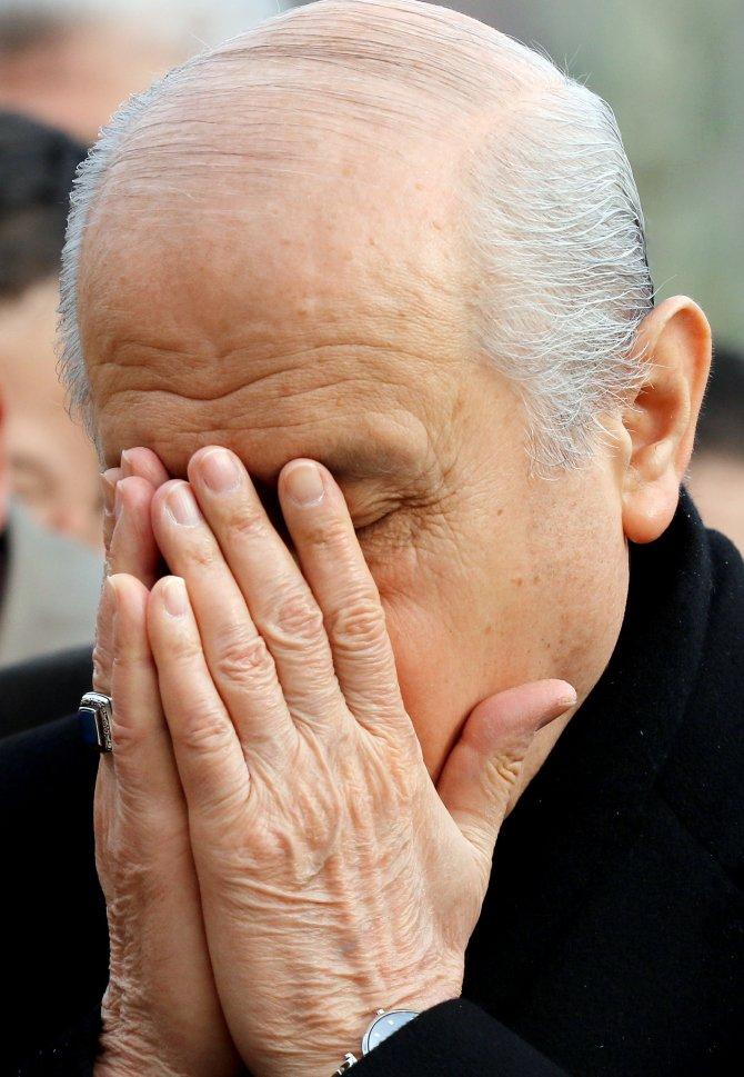 Bahçeli, Ülkücü Şehitler Anıtı'nda dua etti, karanfil bıraktı