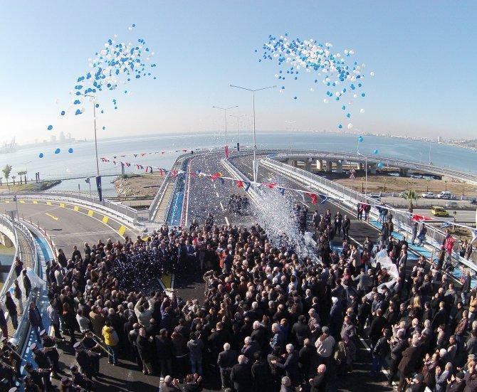 İzmir ulaşımına nefes aldıracak Adnan Kahveci Köprülü Kavşağı açıldı