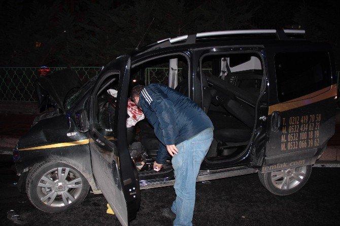 Şişli'de İki Araç Kafa Kafaya Çarpıştı: 7 Yaralı