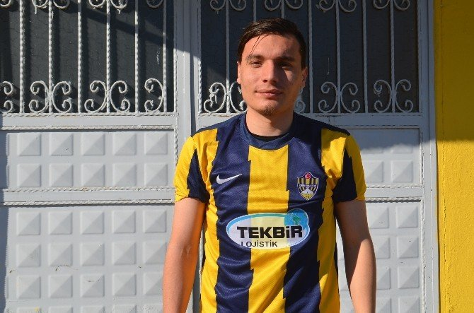 Kırıkhanspor 2 Futbolcuyu Renklerine Bağladı