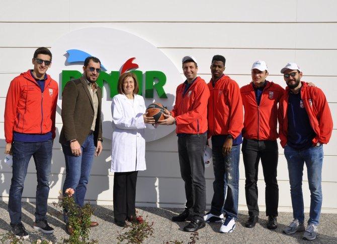 Pınar Karşıyaka Basketbol Takımı, Pınar Süt'ü ziyaret etti