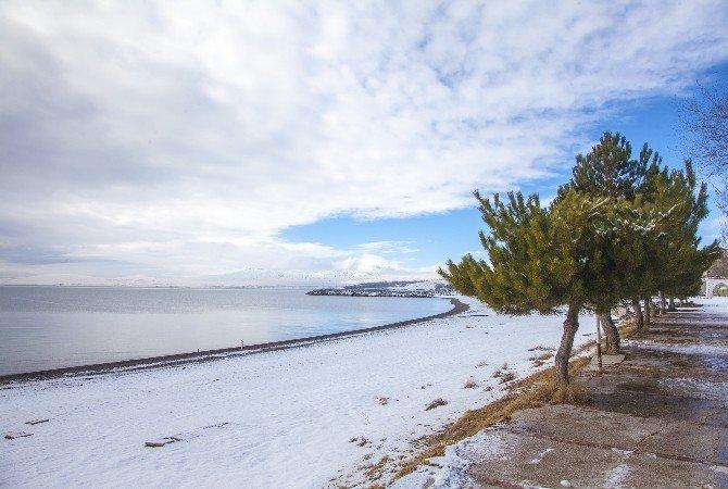 - Van Gölü'nde Kış Güzelliği