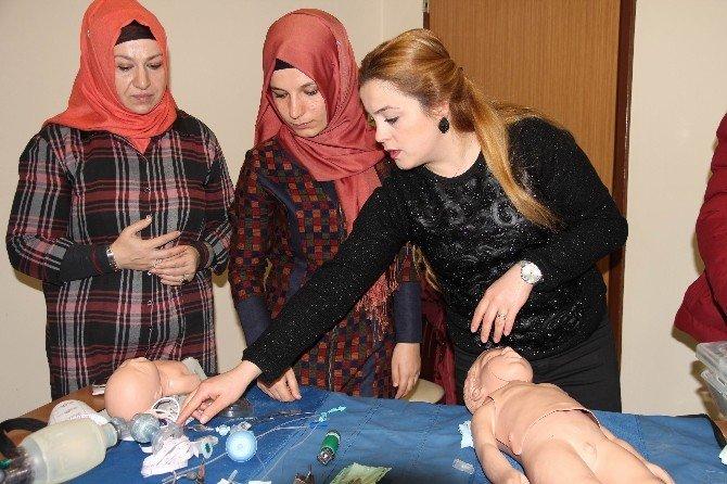 Van'da Sağlıkçılara 'Yeni Doğan' Eğitimi Verildi