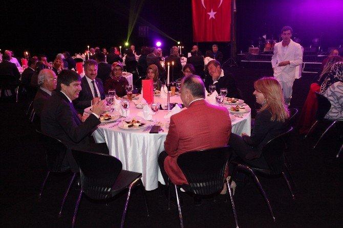 Türel'den Büyükşehir Belediye Meclis Üyelerine Yemek