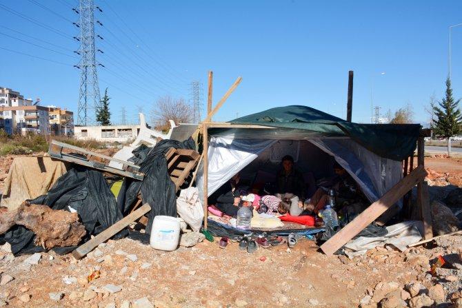 AKP'li belediye 22 yıldır oturdukları evlerini yıktı, 1 aydır çadırda yaşıyorlar