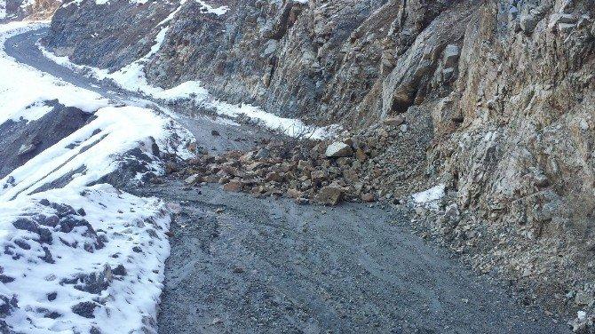 Sason'da Heyelandan Kapanan Yollar Açıldı