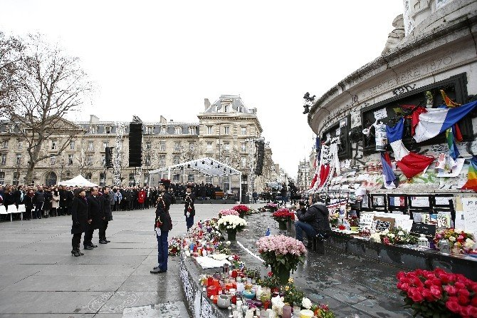 Paris'teki Terör Saldırılarında Hayatını Kaybedenler Anıldı