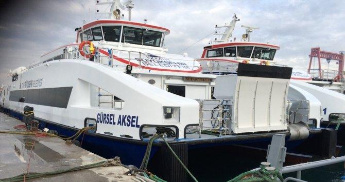 İzmir'de 'Gürsel Aksel' adlı gemi Körfez'le buluşuyor