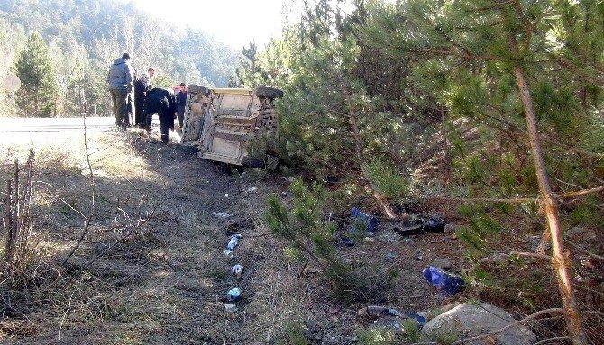 Araçta Sıkışan Yaralıları, Vatandaşlar Kurtardı