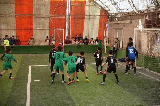 Mahalleler Arası Minikler Futbol Turnuvasında Finale Kalanlar Belli Oldu