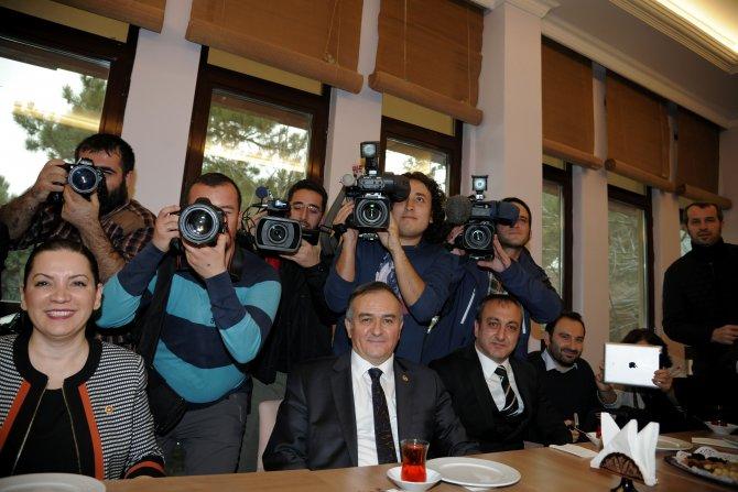 Bahçeli, Çalışan Gazeteciler Günü'nde fotoğraf çekti