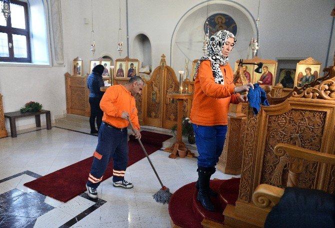 Muratpaşa İbadethaneleri Temizliyor