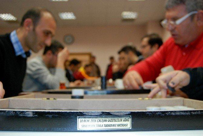 Gazeteciler Tavla Turnuvası'nda Yarıştı