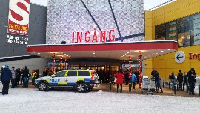 İsveç'te Bomba Tehdidi AVM Boşalttırdı