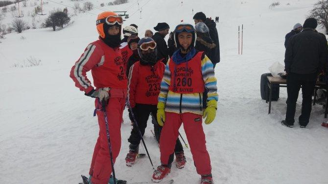 Bayburt kayak müsabakası yapıldı