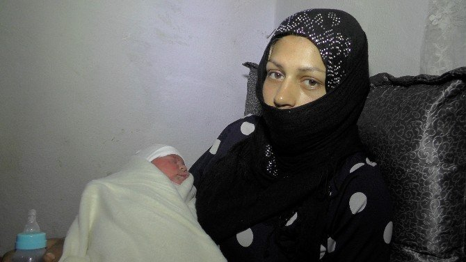 Suriyeli Aileye 'Sevgi Bohçası' Yardımı