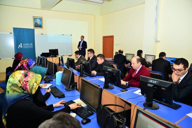 Kırşehir'de kamu personeline bilgisayar eğitimi veriliyor