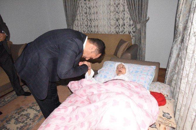 Başkan Yücel, Yaşlıları Ziyaret Ediyor