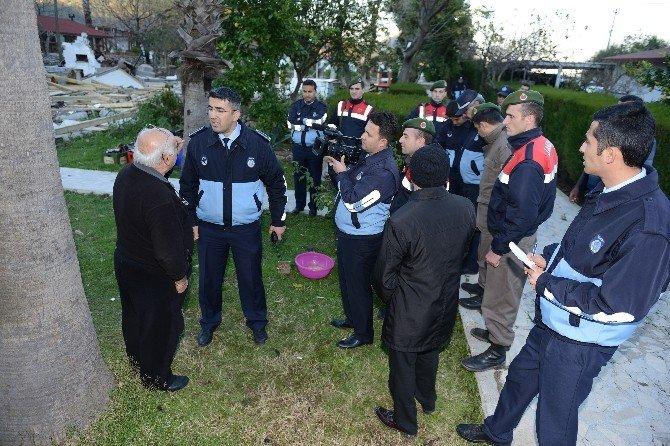 Adrasan'da Kaçak İşletmelere Yıkım