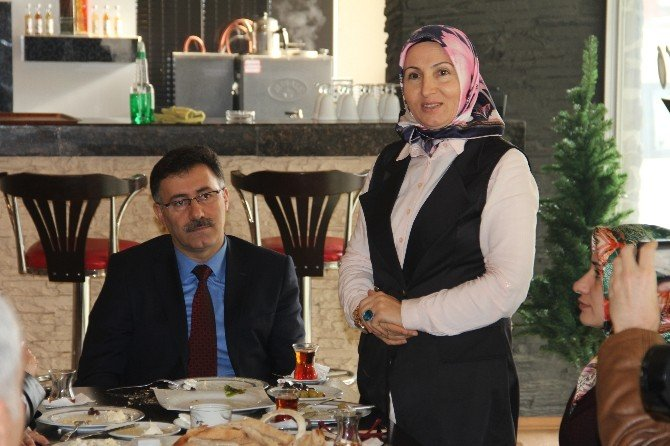 AK Parti Gazetecileri Unutmadı