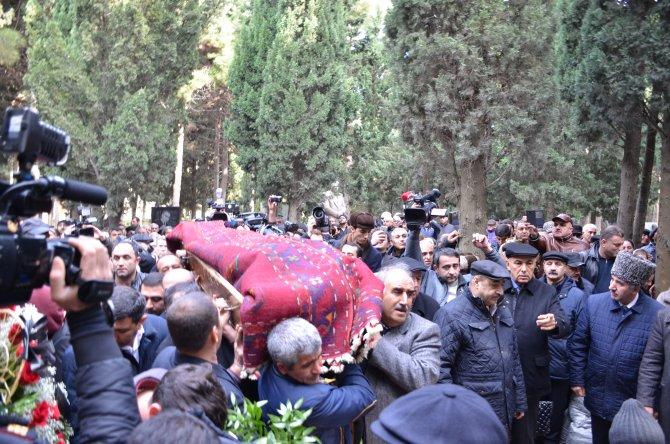 Azerbaycan halk şairi Zelimhan Yakup son yolculuğuna uğurlandı