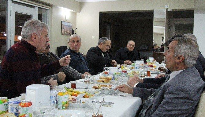 Belediye Başkanı Memiş, Muhtarlarla Toplantılarını Sürdürüyor