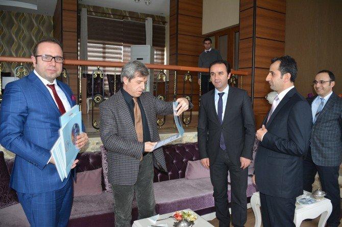 Vali Çınar, İdareciler Günü'nü Kutladı