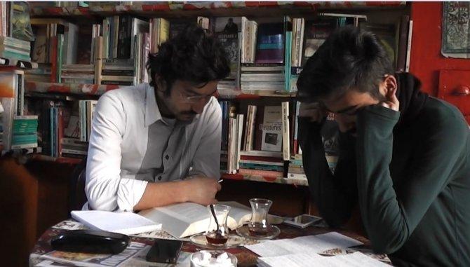 Şehr-i kütüphane ile ev ortamında ders çalışıyorlar