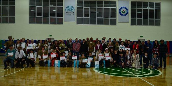 Gençler geleneksel Türk okçuluğunu öğreniyor