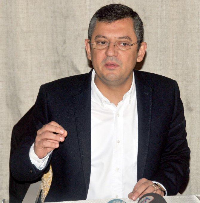 CHP'li Özel: Başkanlık sistemini dayatacaklarsa o masayı hiç kurmasınlar